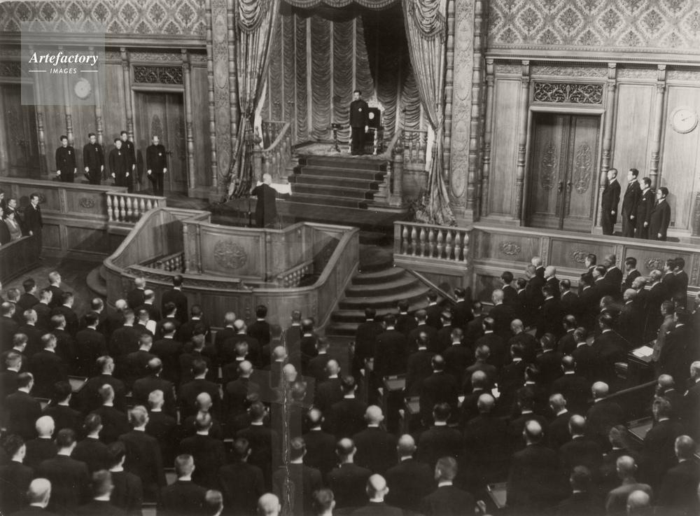 1946年 日本国憲法公布 貴族院で新憲法公布記念式典